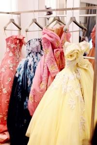 Grand soir Dior portant défilé couleur