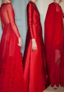 Valentino défilé rouge