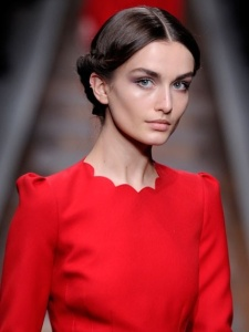 Valentino Robe rouge nattes