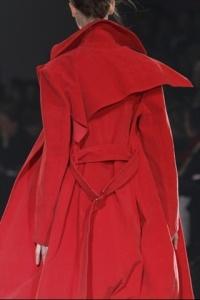 Pluie trench rouge yoyi yamamoto