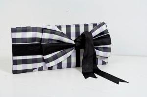 Vassilis pochette noir et blanc