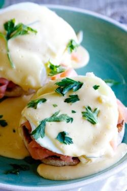 Brunch eggs benedict