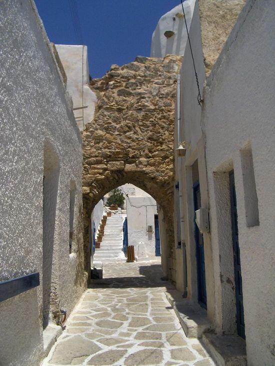 Antiparos_castle_gate
