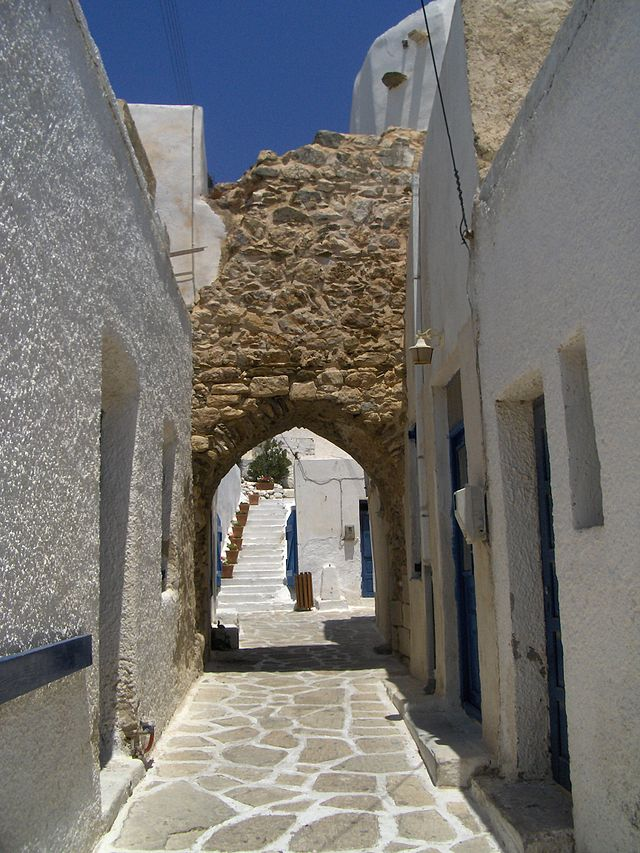 Antiparos_castle_gate