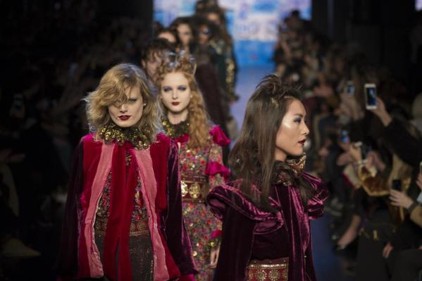 defile-anna-sui-automne-hiver-2017-2018-new-york-look-53