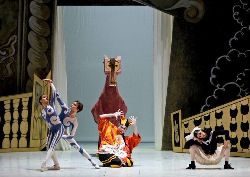 Parade-costumi-di-Pablo-Picasso-coreografia-Léonide-Massine-Balletti-Russi-ph.-Teatro-dellOpera-di-Roma-4